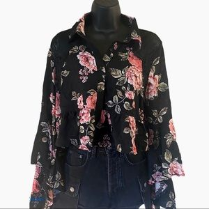 LF Butterfly Sleeve Button Up Collared Crop Top S